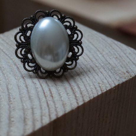 Bague rétro très grosse perle blanche