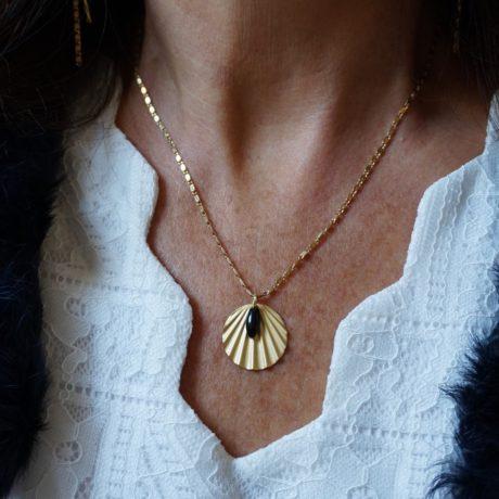 collier chaîne plaquée or pendentif coquillage