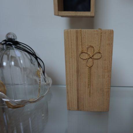 sautoir doré fleur pompon chaînes