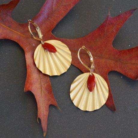 boucles d'oreilles dorées à l'or fin sequin rouge
